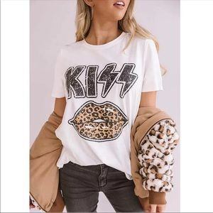 Host Pick! New! Kiss 💋 graphic tee rock tee-shirt